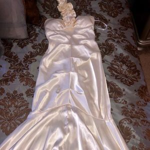 Dresses & Skirts - Mermaid silk off white shinny dress
